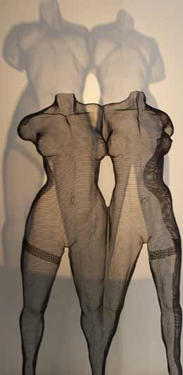 Modern Erotic Art: Mesh Statues of Two Women's Bodies