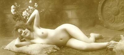Cute Nudes: Girl Lying on the Floor